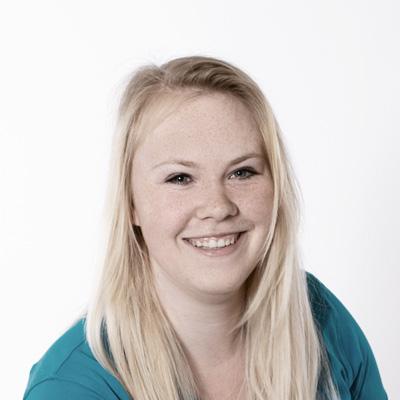Claudia Stöhr lernt bei Schilling Therapiezentrum in Stallhofen