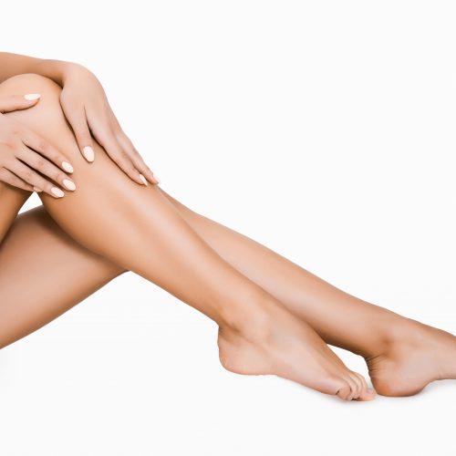 Frau - Beine ohne Haare, schöne Haut, Laserhaarentfernung Schilling Therapiezentrum, Freundschaftsaktion mit 50 Euro Gutschein